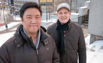 Tek Beng Tan og Anders Johansen fikk toppkarakter for sin forskningsbaserte prosjektoppgave om billettautomater og universell utforming. (Foto: HiOA)