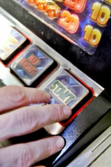 Pengespill på automater gikk rimeligvis kraftig ned etter forbudet, men samtidig så forskerne en økning i noen andre typer spill. (Foto: Sirus/Nye bilder)