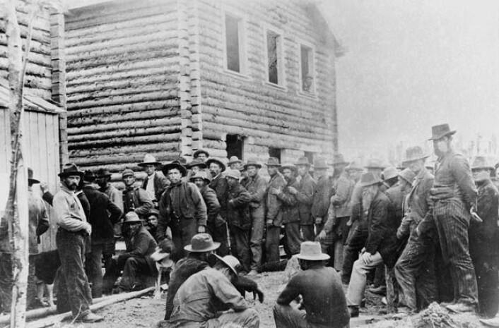"""""""Gullgravere registrerer seg i Klondike på slutten av 1800-tallet."""" (Foto: Wikimedia Commons)"""