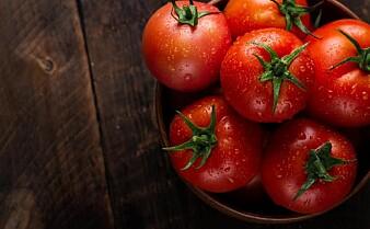 Tomat fra drivhus eller utlandet? Slik velger du klimavennlige grønnsaker