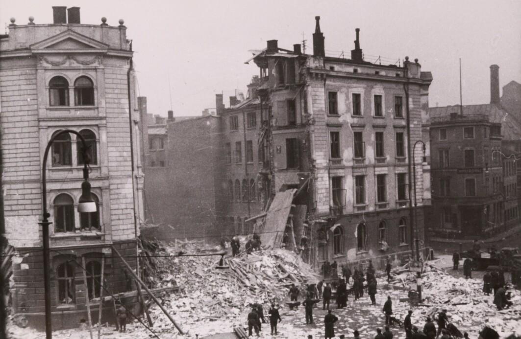 NSBs administrasjonsbygg i ruiner etter å ha blitt sprengt av Oslogjengen 15. mars 1945 under ledelse av SOE-agent Gunnar Sønsteby.