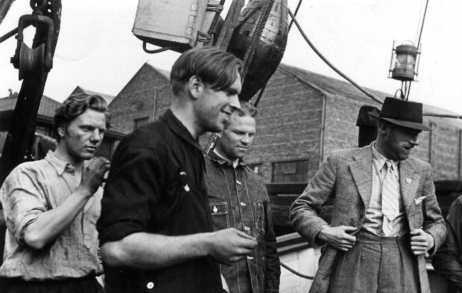 Fra venstre: Nordmennene Ruben Langmo, Simon Sinclair Fjeld og Olav Martin Leirvåg, som deltok i den første allierte sabotasjeaksjonen i det tysk-okkuperte Norge, med briten James Chaworth-Musters fra SOE.