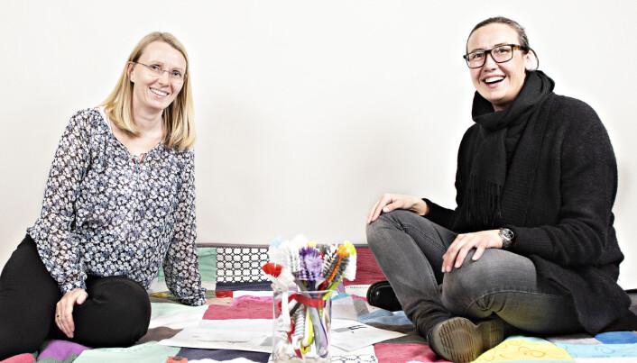 Forskerne Solveig Langsrud og Antje Gonera har analysert både kluter og oppvaskbørster.