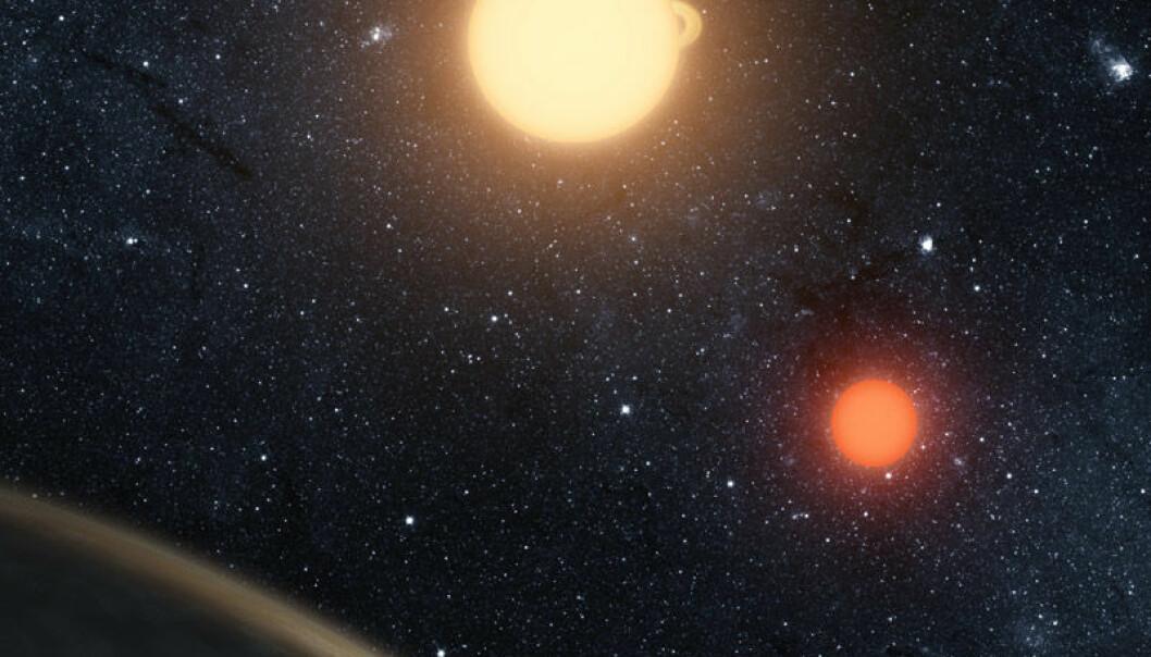 NASAs Kepler-romteleskop har oppdaget en planet hvor to soler går ned bak horisonten istedenfor bare en. Planeten kalles Kepler-16-b, og er trolig ikke beboelig. Det er en kald gassverden. Den gule dvergstjernen har en masse rundt 69 prosent av vår sol, og den røde dvergstjernen bare rundt 20 prosent. (Illustrasjon: NASA/JPL-Caltech)