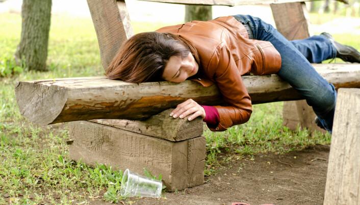 Akkordarbeid påvirker drikkevanene til hvite kvinner sterkere. For ikke-hvite kvinner er tallene ikke tydelige.
