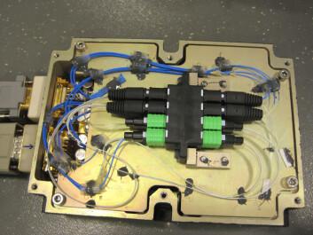 Slik ser innsiden av det fiberoptiske kommunikasjonssystemet som den norske bedriften T&G Elektro AS skal teste på Proba-V. Foto: (Foto: T&G Elektro)
