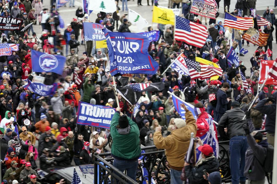 Høyreekstreme og Trump-tilhengeres storming av Kongressen 6. januar viser hva som kan skje når konspirasjonsteorier og voldelig ideologi får næring, mener ekstremismeforsker Cathrine Thorleifsson.