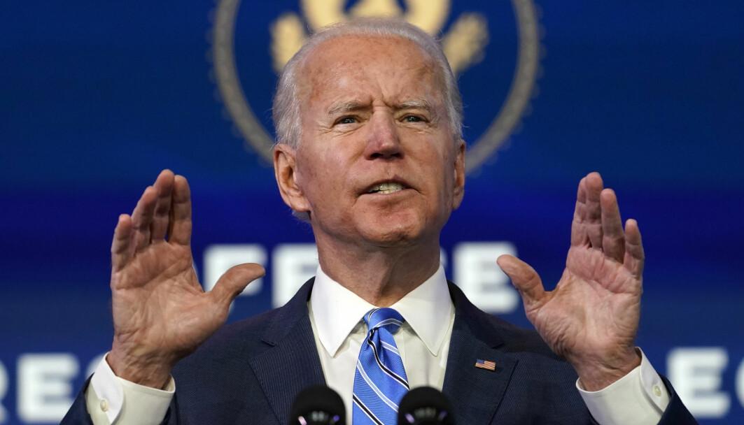 Påtroppende president Joe Biden snakket om koronakrisa i USA i en tale 14. januar. Nå får han råd fra en ekspert i offentlig helsejrett.