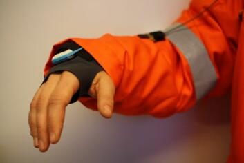 Jakken har sensorer som skal overvåke både kroppstemperatur og aktiviteten til arbeiderne – og kan bli et nyttig verktøy for beslutningsstøtte. (Foto: Sintef