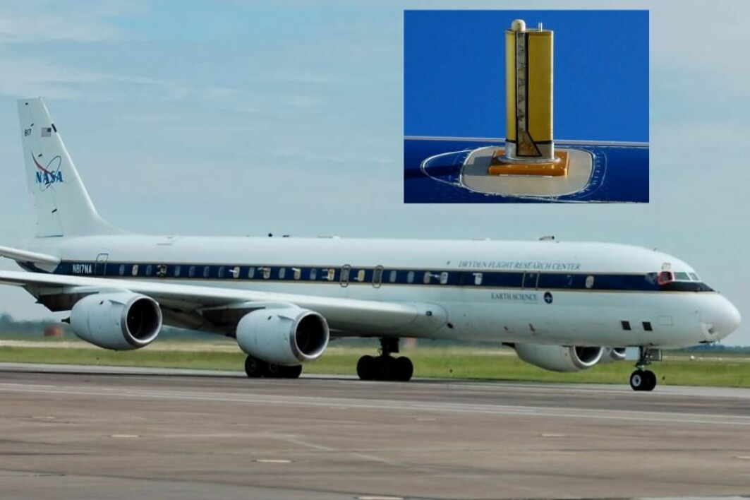 I dette NASA-flyet er et vindu slått ut for å gjøre plass til rør som suger luft inn i et massespektrometer.