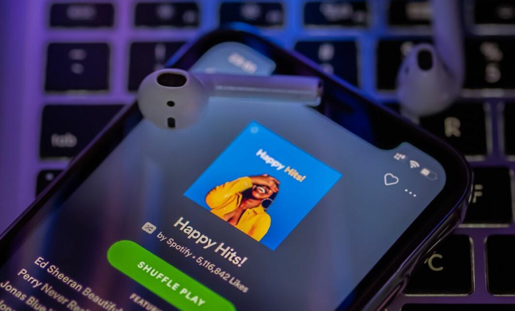 Mer enn 30 prosent av musikken som spilles av gjennom Spotify, ligger i spillelistene strømmetjenesten promoterer.