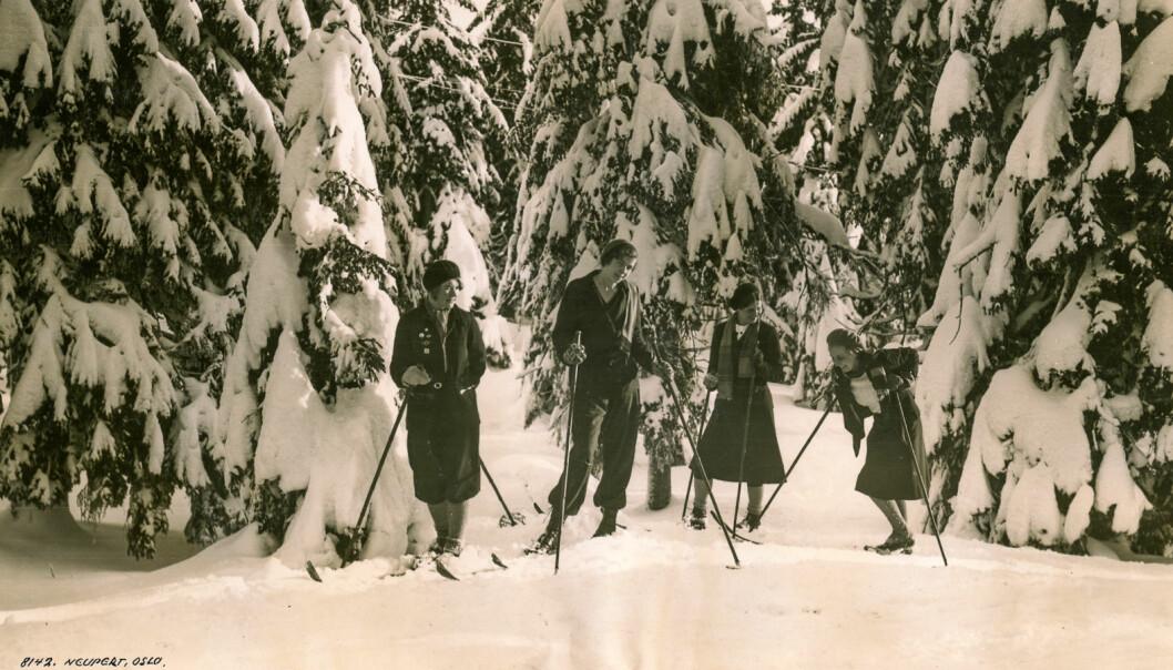 Girlfriends on a ski trip, 1920 Girlfriends hiking in Oslomarka in the 1920s.