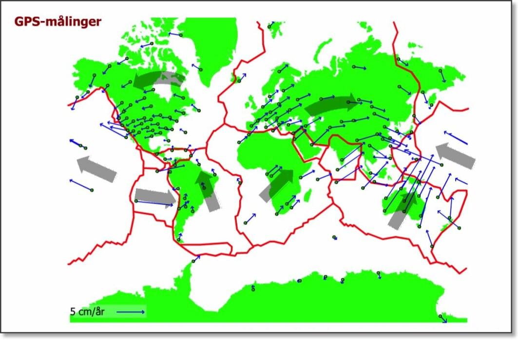 På dette verdenskartet lagd av geolog Kåre Kullerud hos Norsk Bergverksmuseum i Kongsberg, ser du hvordan havbunnen sprekker opp mellom de store platene. Geologer blir nå stadig mer sikre på at dette er «motoren» som driver hele prosessen med de tektoniske platene. Her bobler det opp lava og det dannes store undersjøiske fjellrygger. Samtidig dyttes nydannet oseanisk skorpe ut til begge sider. På Island kan du se riften over havoverflaten. Denne prosessen gjør at bunnen av verdenshavene nesten ingen steder er mer enn 200 millioner år gammel – i klar kontrast til landjorda hvor du kan finne steiner som er 4 milliarder år gamle. Den eldste delen av havbunnen forsvinner inn under naboplatene. Lengden på pilene illustrere hastigheten som platene nå beveger seg meg. Dette kan i dag måles med satellitt. Sirkelen i bunnen av pilene er målestasjonene. De store grå pilene viser hovedretningene.