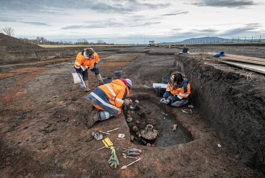 De franske arkeologene vil fortsette utgravingene fram til februar.
