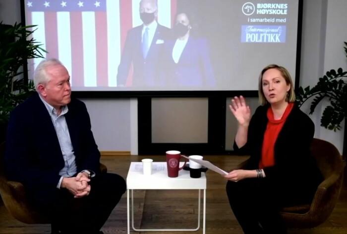 Hvilken vei vil USA nå gå i utenriks- og sikkerhetspolitikken? Det ble blant annet diskutert av Bjørn Olav Knutsen og Hilde Eliassen Restad under et seminar onsdag.