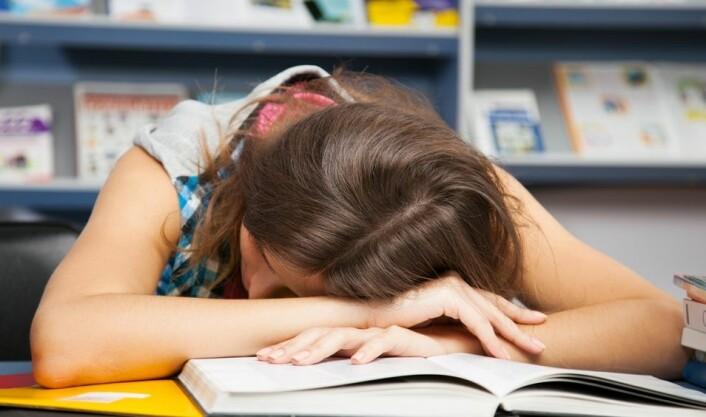 Soverykninger er sjelden et problem, men det kan være skremmende å våkne av sine egne muskelsammentrekninger. (Illustrasjonsfoto: Colourbox)
