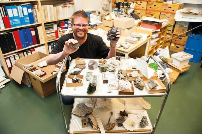 Landets eneste meteorittforsker, Rune Selbekk, har nettopp analysert den kjemiske sammensetningen i Oslo-meteoritten. (Foto: Yngve Vogt)