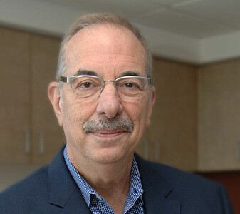 − Hvis RNA-vaksiner viser seg å være trygge, kan RNA-medisiner som gir kreftceller tilbake sine normale proteiner være neste skritt, skriver professor Bruce Zetter til forskning.no.