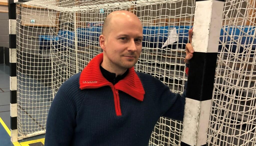 Trygve Beyer Broch ved Høgskolen i Innlandet har studert nordmenns syn på herrehåndball og kvinnehåndball.