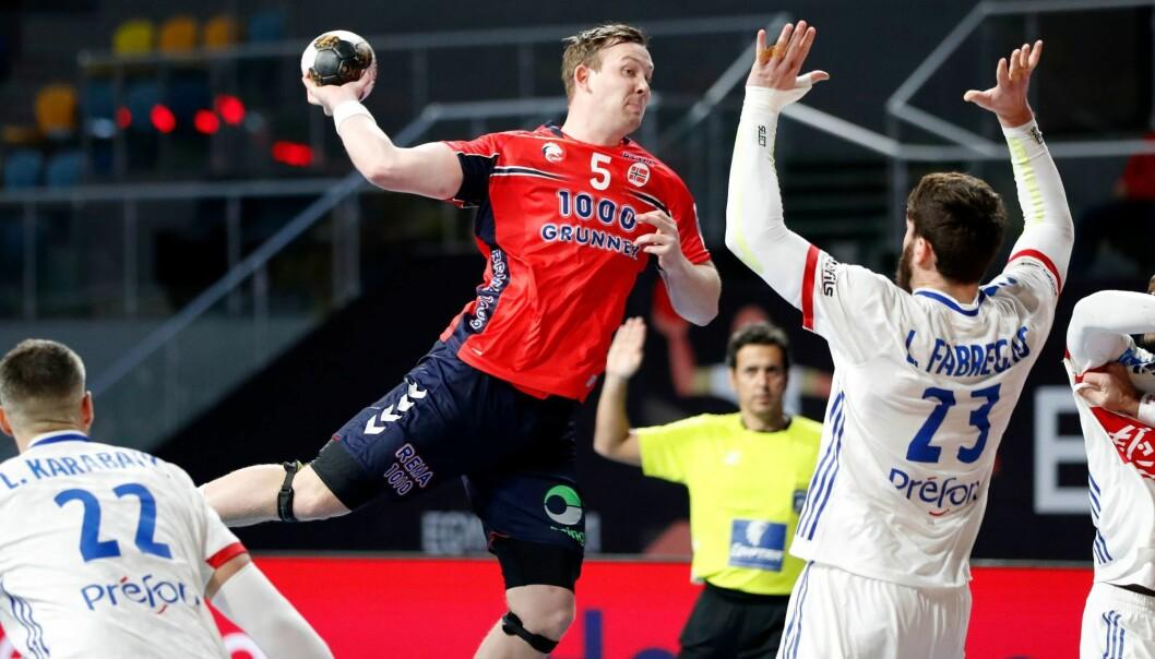 Sander Sagosen i aksjon under håndballkampen mellom Norge - Frankrike under VM i håndball januar 2021.