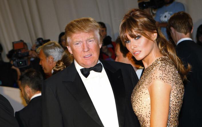Den perfekte klisjéen: Rike, gamle Donald Trump med sin verdensberømte hentesveis og modellkona Melania. Her på den røde løperen i 2011. (Foto: Reuters)