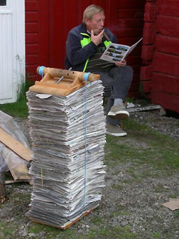 Reidar Elven med sigar og plantepresse. (Foto: Heidi Solstad, NTNU)