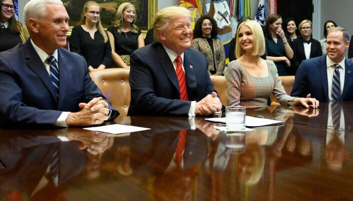 Trump sammen med visepresidenten, sin datter og tidligere NASA-sjef Bridenstine (ytterst til høyre) i 2019