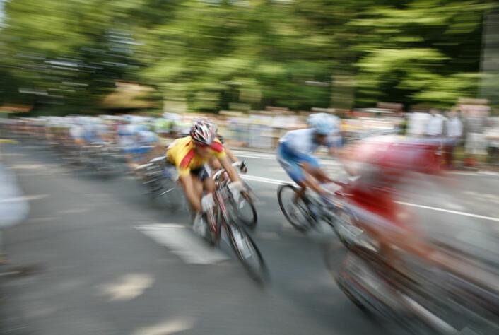En ny undersøkelse fra Syddansk Universitet viser at 14 unge elitesyklister forbedret prestasjonen deres med 8 prosent i en 45 minutter lang sykkeltest etter 16 uker med tung styrketrening. (Foto: Colourbox)