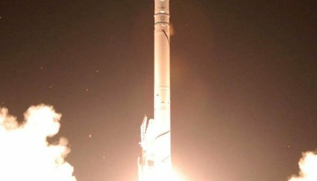 Israelerne har selv utviklet raketten Shavit-2, som er i stand til å ta deres egne satellitter opp og ut av atmosfæren. Der oppe brukes satellittene til forskning, eller like gjerne til å spionere på fiendtlige naboer. חובבשירה/Wikimedia Creative Commons