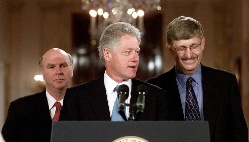 26. juni 2001 varsler USAs president Bill Clinton den kommende sensasjonen: Forskere har klart å kartlegge hele det menneskelige genomet. Det første ordentlige kartet ble publisert i februar året etter. I bakgrunnen står forskerne Craig Venter og Francis Collins.