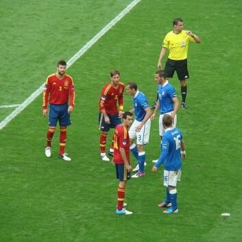 Spania gjør seg klar til hjørnespark mot Italia 10. juni. Kampen endte uavgjort. (Foto: Arvedui89/Wikimedia Commons)