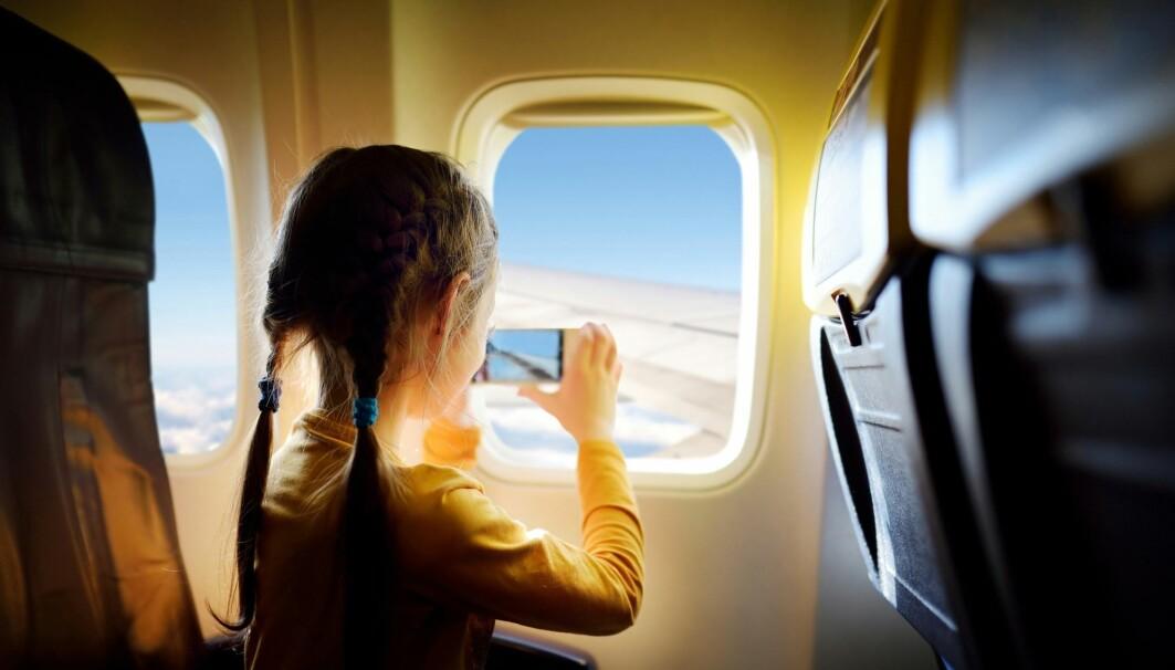 Det er hyggelig å reise på ferie med fly. Mange savner nok det nå i koronatiden. Men det er faktisk veldig få som gjør det når verden er normal også.