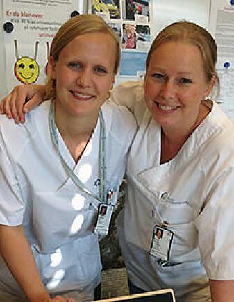 Marianne Lea (t.v.) saman med Kristin Hestad, sjukepleiar og seksjonsleiar, ved oppstarten av prosjektet.