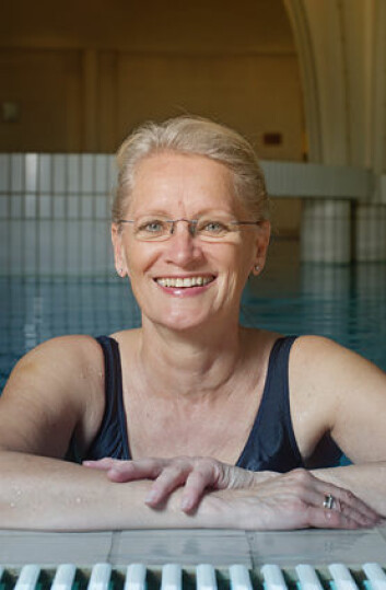 Trening i basseng hjelper Wencke Haug til å mestre hverdagen bedre etter kreftbehandlingen. (Foto: John Hughes/HiOA)