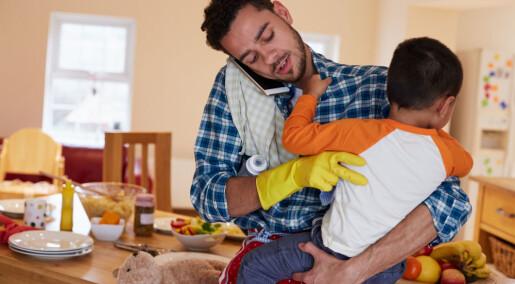 Fedre bruker nesten en time mer hver dag på husarbeid og barnepass enn de gjorde i 1980