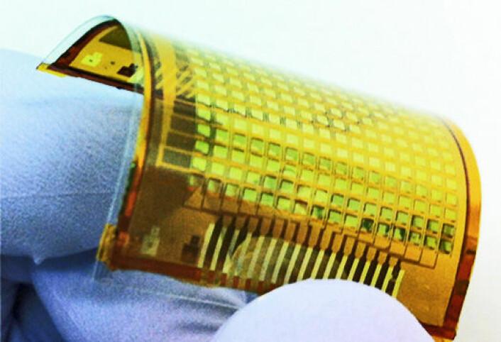 Forskere har lyktes i å lage elektronisk hud som lyser ved berøring. Det gir håp til personer med proteser. (Foto: Ali Javey and Chuan Wang)