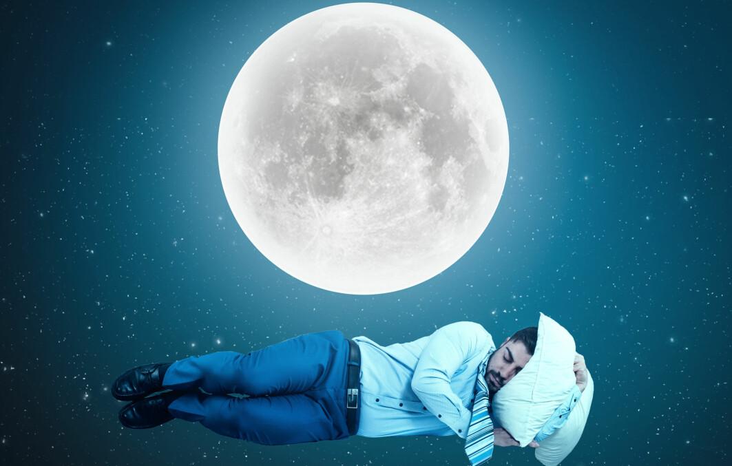 Fullmånen bidrar med mye lys om natten. Men er det derfor den holder oss våkne?