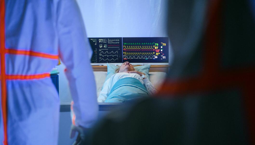 Det dør 14 menn for hver 10 kvinner i verden som går bort etter å ha blitt smittet med covid-19, konkluderer en britisk forskergruppe.