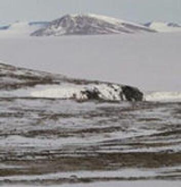 Permafrosten, som rommer store mengder gammelt karbon, smelter i store deler av Arktis. Karbonet skylles deretter ut i havene hvor det reagerer med oksygen. Deretter bobler det opp i atmosfæren som karbondioksid.