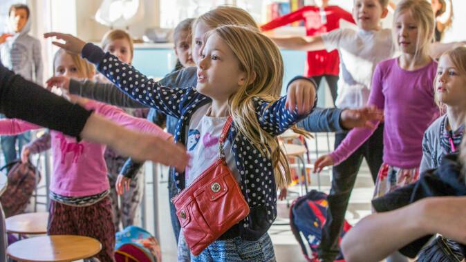 Ungene blir mye lettere med på læringen når de får beveges seg, slår Madsen fast.