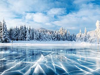 Hvorfor drønner det fra isen?
