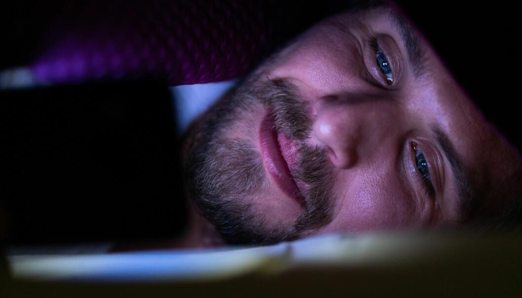 Der og da kan det føles godt å holde på med noe morsomt i stedet for å sove, men etter den søte kløe kommer som kjent den sure svie.