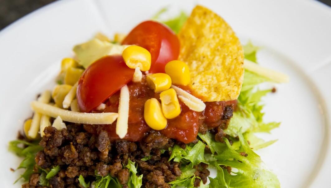 Å gå over til vegansk mat kan få fart på vektreduksjon. I det siste har flere veganske alternativer til kjøtt kommet i butikkene. Med tomat, salat og tacochips smaker det som vanlig kjøttdeig, ifølge produsenten.