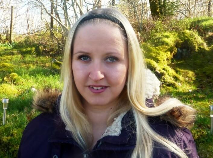 Anita Aga Abu Mohor (26) opplevde å bli alvorlig syk av kreft som lite barn. Livet hennes er preget av dette idag. (Foto: Privat)