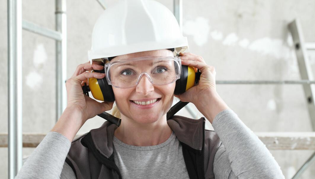 Mer bruk av hørselsvern i arbeidslivet er blant de tiltakene som har hatt en tydelig effekt på hørselen i befolkningen. Dette viser ny forskning.