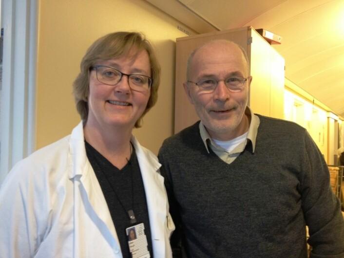 Jon Håvard Loge, her sammen med overlege ved Barnemedisinsk seksjon for kreft og blodsykdommer ved Oslo universitetssykehus. De mener begge at oppfølgingen av langtidsoverlevende av kreft, for eksempel de som har hatt kreft som barn, må få en mye bedre oppfølging. (Foto: Marianne Nordahl)