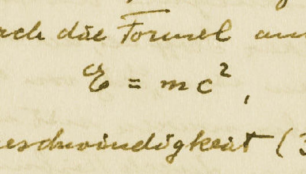 """Fra Einstein Archives Online: Håndskrevet manus på tysk av artikkel som ble publisert på engelsk med tittelen """"E=mc2: The Most Urgent Problem of Our Time"""" i Science Illustrated, 1946. Denne populærvitenskapelige artikkelen tok til orde for kjernefysisk avvæpning. Einstein Archives Online"""