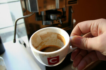 """""""Den populære espressoen, og alle de assosierte kaffevariantene som kaffe latte, cappucino, cortado, americano og kaffe mocca, er ikke like sunne som traktekaffen. Årsaken er at drikken ikke filtreres gjennom papir som fjerner skadelige fettstoffer."""""""