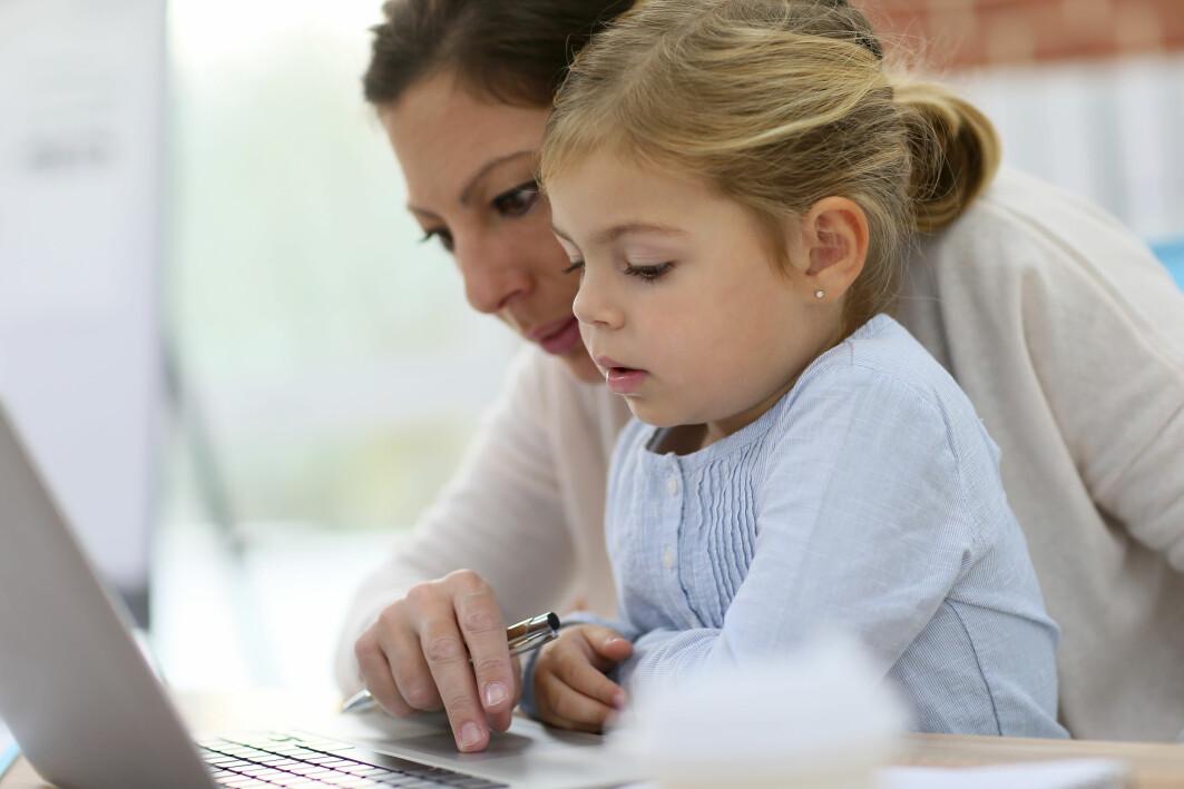 Den utbredte bruken av digital kommunikasjon i det norske samfunnet kan skape vanskelige foreldreskapssituasjoner for noen.