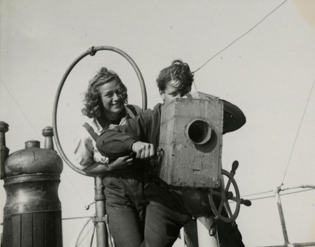 Ekspedisjonen til Nordøst-Grønland i 1939 var spesiell på flere måter, ikke minst fordi det for aller første gang var kvinner med. Her er Brit Hofseth og Ebbe Arneberg.